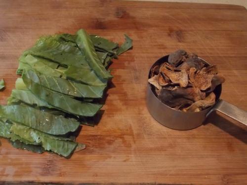 sliced cabbage leaves, dried mushroom